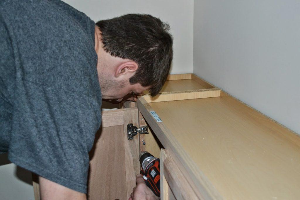Assembling cabinets