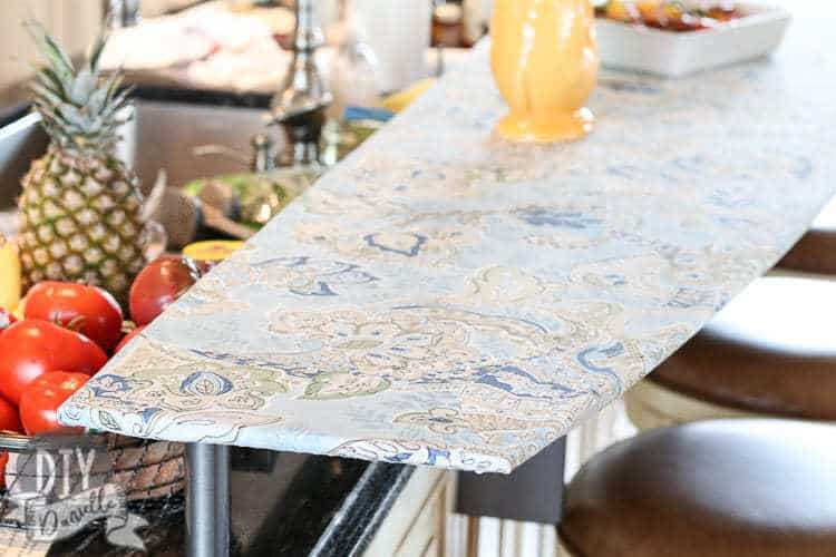 The cover holds on tightly to the bar, ensuring that the tablecloth doesn't slide around or slide off while in use.
