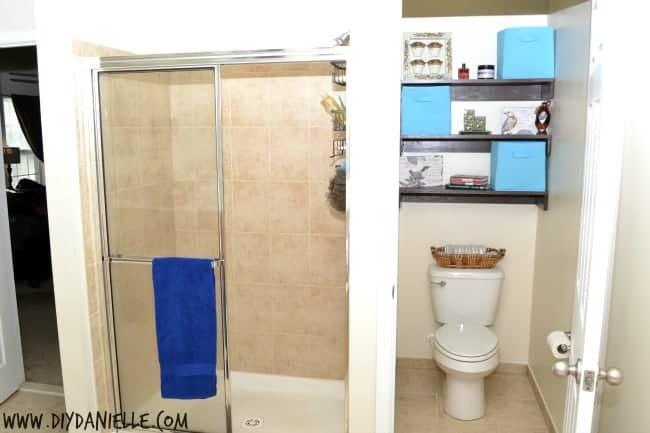 Small water closet organization