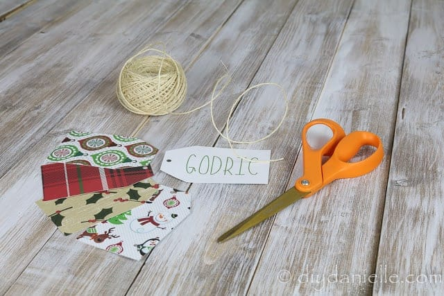How to Make Christmas Gift Tags with a Cricut