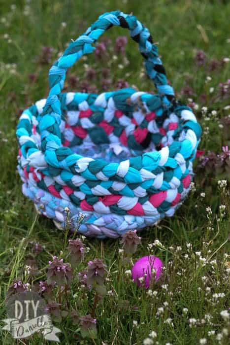 This DIY Easter Basket is free to make, easy to sew by hand, and ecofriendly because it uses upcycled materials.