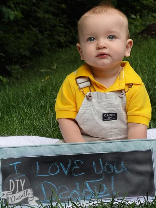 """""""I love you daddy"""" photo: DIY banner and DIY baby photos to give to dad for a Father's Day gift."""