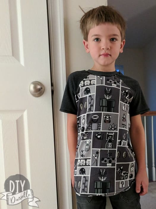 Mario Shirt with Raglan pattern sleeves in a coordinating color (dark gray).
