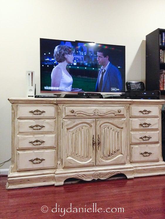 Distressed DIY farmhouse tv stand