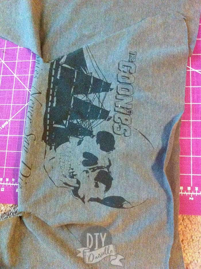 front of t-shirt acts as the back of the diaper so you see the design on the baby's bum